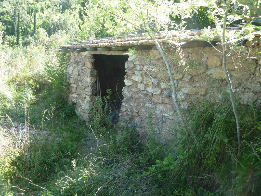 Porto S. Stefano, terreno agricolo con due annessi