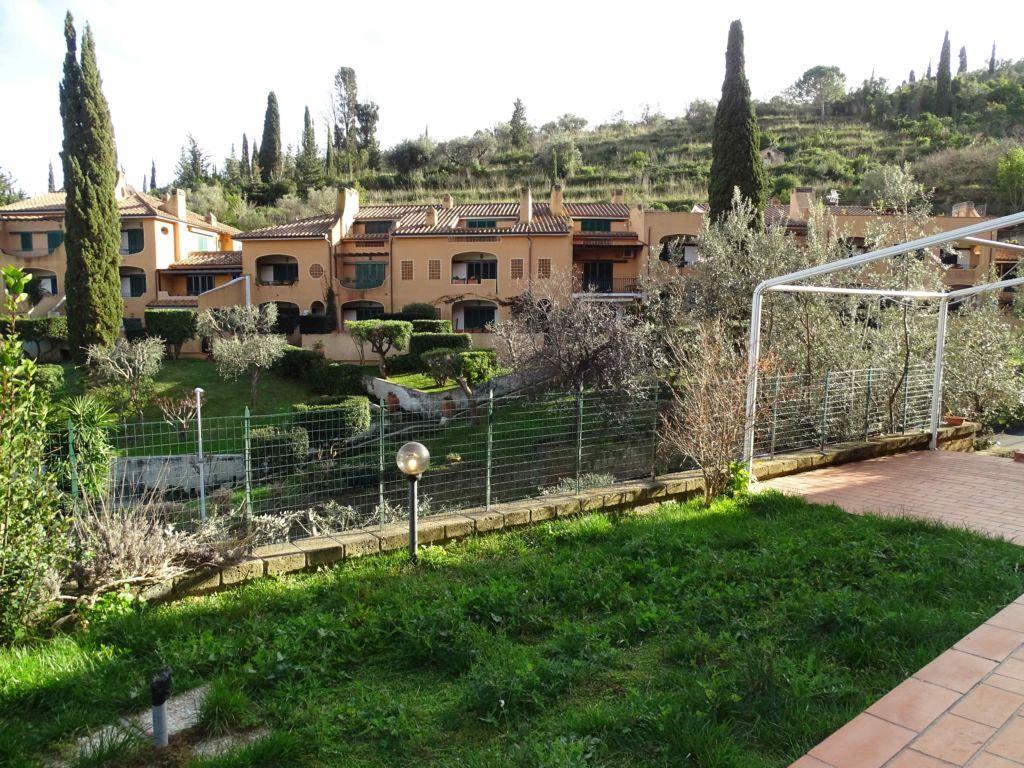 Porto S. Stefano Via Appetito, appartamento con giardino in ottimo stato