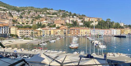 Porto Santo Stefano, appartamento in posizione centrale con vista mare