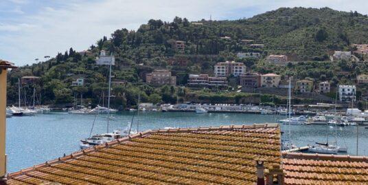 Porto S. Stefano centro storico appartamento con lastrico solare esclusivo vista mare