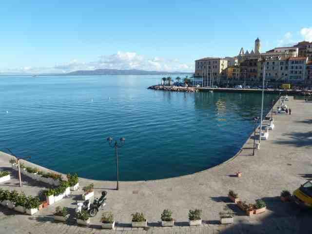 Affitto Porto S. Stefano appartamento centralissimo in prima fila sul molo con affaccio sul mare
