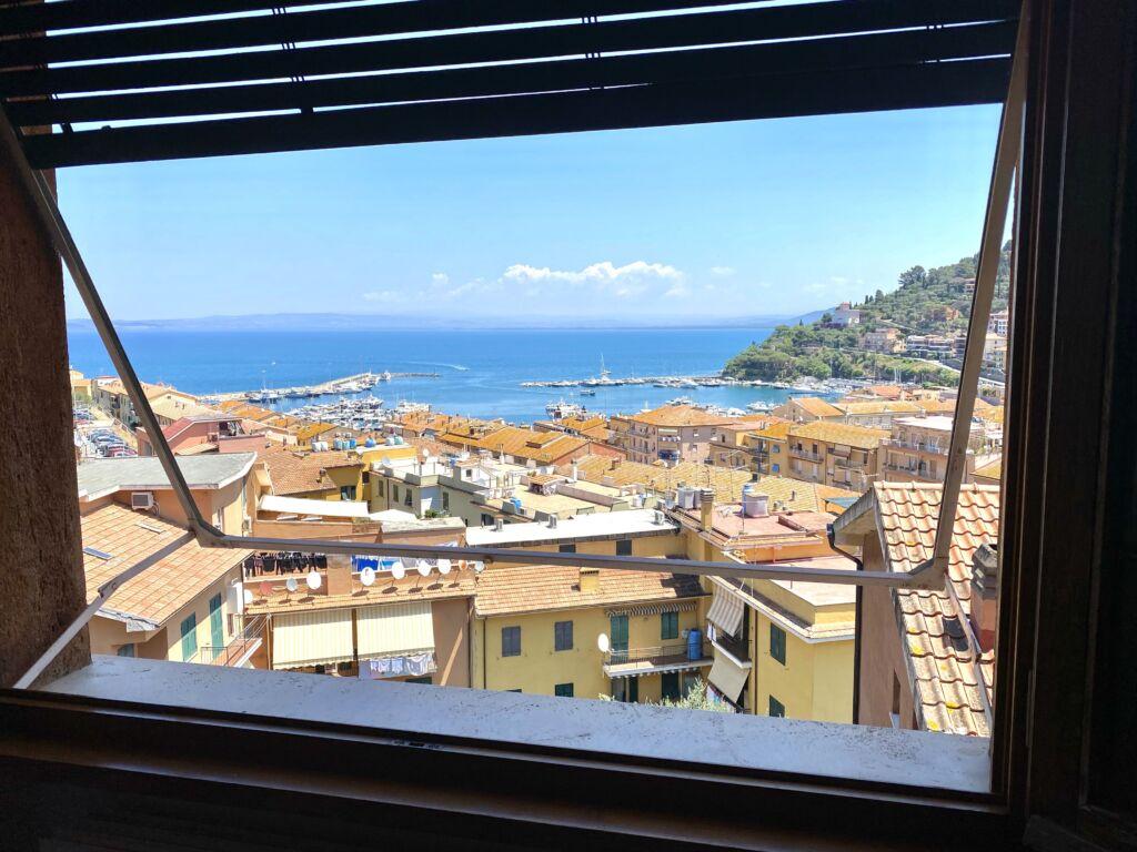 Porto S. Stefano, attico vista mare con posto auto privato